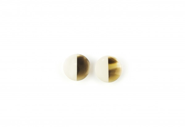 disc earrings with ear-clip in blond horn ivory laquer